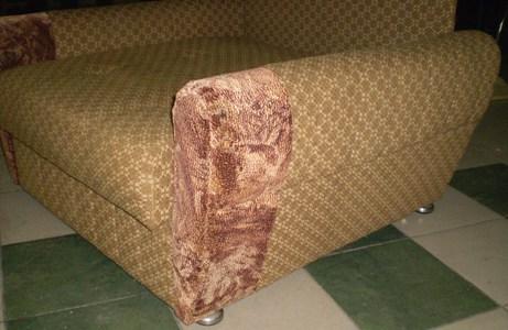 Перетяжка дивана кожзаменителем